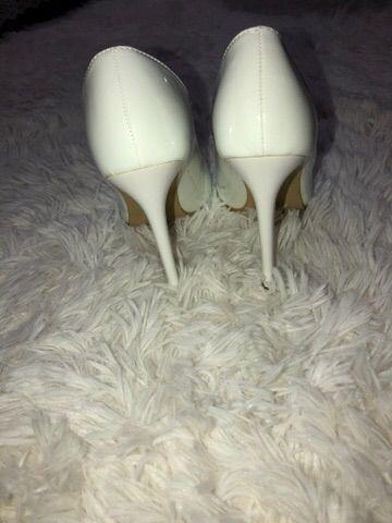 Sapato Branco novo em verniz lindíssimo - Foto 2