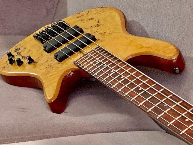 Baixo Fodera Emperor 5 de Luthier. Fantástico, lindo. Recebo o seu usado como parte