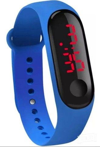Relógio digital com pulseira,led colors - Foto 5