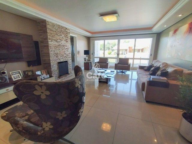 Casa possui 356,07 m² útil, com 4 amplos dormitórios, 2 Suítes sendo 2 master, piscina e s - Foto 2