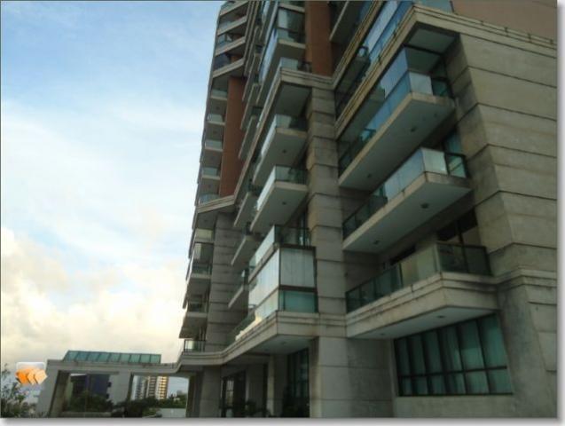 Apartamento 1/4 sala amplo 1 vaga localização privilegiada perto da praia Jardim Armação