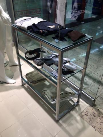 Mesa expositora em Inox e vidro