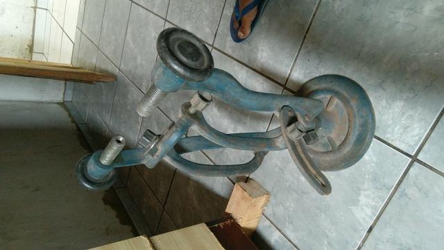 Desempenadeira de calhas de bicicleta