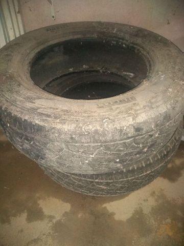 Vende-se 2 pneus Pirelli Scorpion numeração 245 65 17