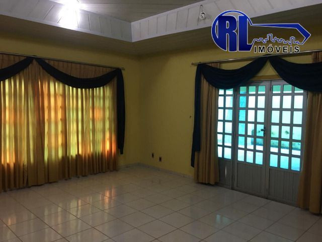 Aluga-se uma ótima residência no Bairro Mecejana