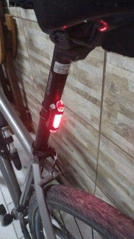 Lanterna Bike Led Recarregável Forte Sinalizador Bicicleta Traseira Forte Ciclista - Foto 4