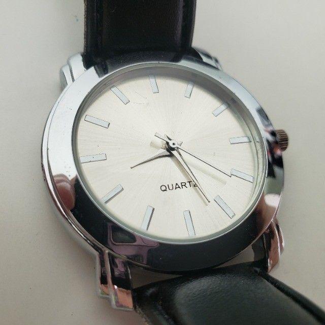 Relógio Analógico Quartz Prata Pulseira Preta - Foto 2