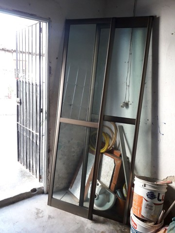 Porta e janelão de alumínio, bronze e vidro. - Foto 3