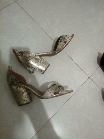Sapatos femininos a venda