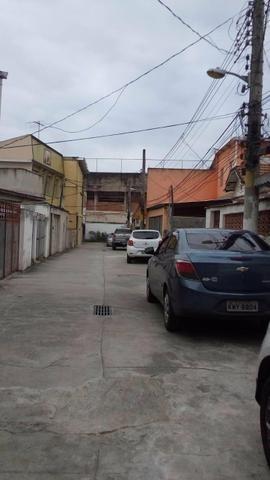 Casa para depósito colado ao mercadão de Madureira