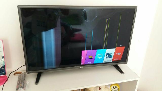 Tv smart 32 LG com a tela tricada