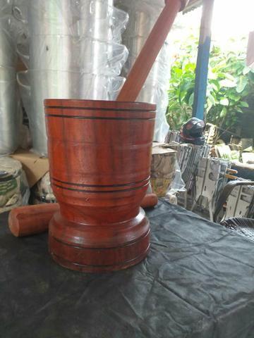 Pilão de madeira rústica