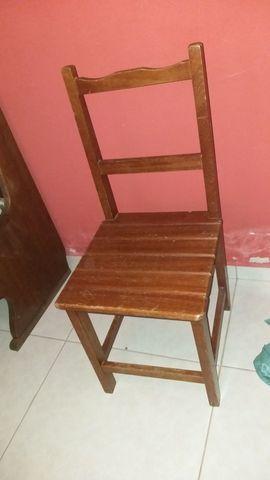 Vendo mesa com 6 cadeiras todas em madeira maciça