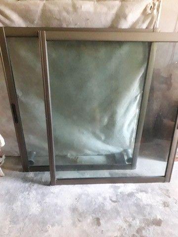 Porta e janelão de alumínio, bronze e vidro. - Foto 2