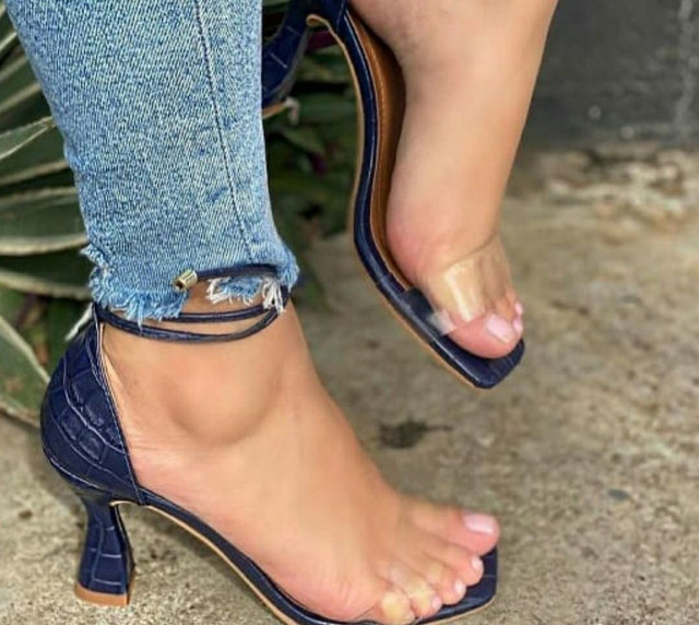 Sandália  Salto médio  - Foto 2