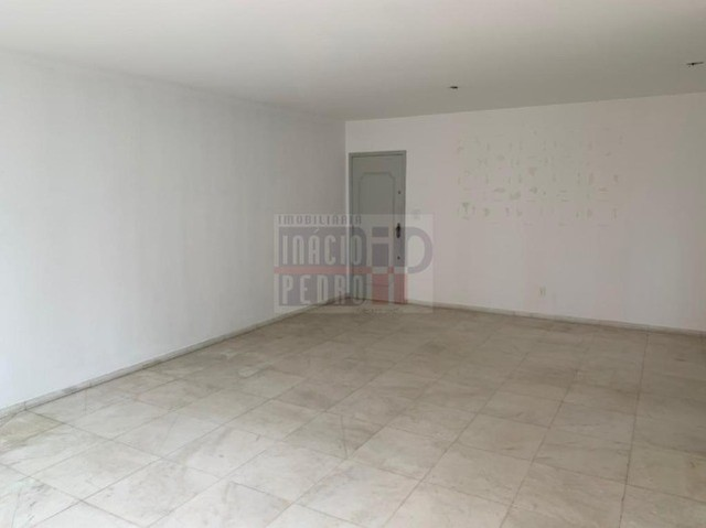 [A31423] Apartamento com Sala Ampla, 3 Quartos sendo 1 Suíte. Em Boa Viagem !! - Foto 5