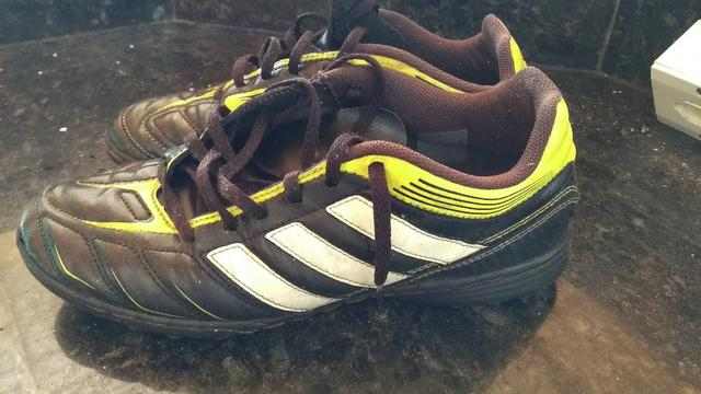 8fa94a17c5c7f Chuteira Adidas 38 e Nike Mercurial 37 - Esportes e ginástica - Bom ...