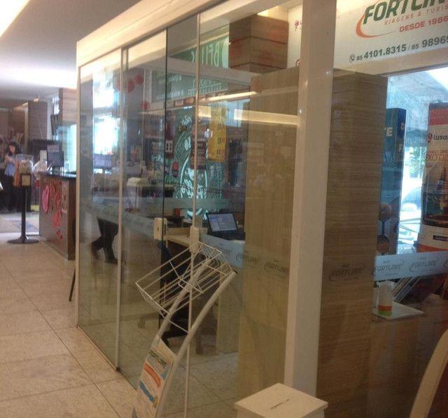 Vendo estrutura de vidro e birôs de madeira - Foto 3