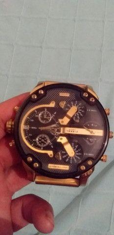 Relógio diesel multtime dourado - Foto 2