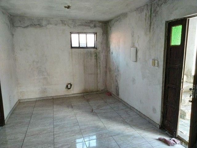 Casa antiga 1° andar em Itapuã, frente de rua 2/4 R$115.000,00 - Foto 6