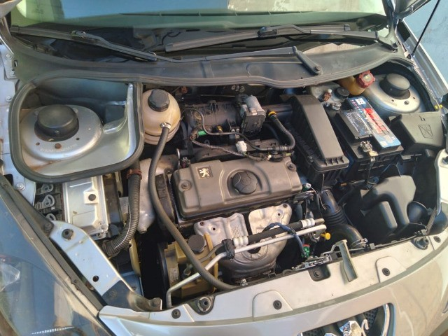 Troco/Vendo Peugeot 207 Sedan Passion XR Sport 1.4 8V (flex) - Foto 3