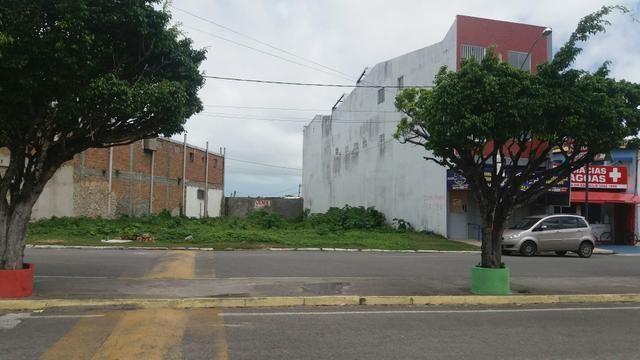 Vende-se terreno no centro da Barra dos Coqueiros.