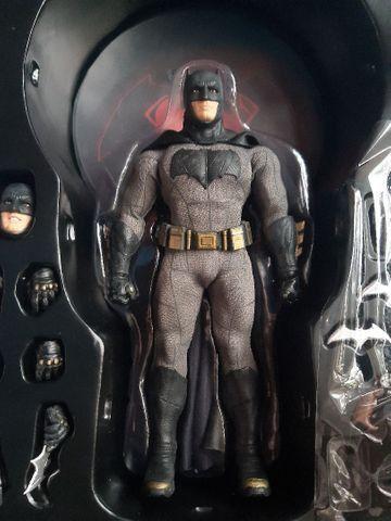 Batman Mezco BvS usado...15 cm