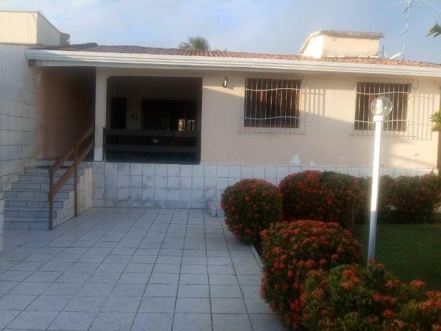 Casa espaçosa e mobiliada em Capim Macio com 3 quartos