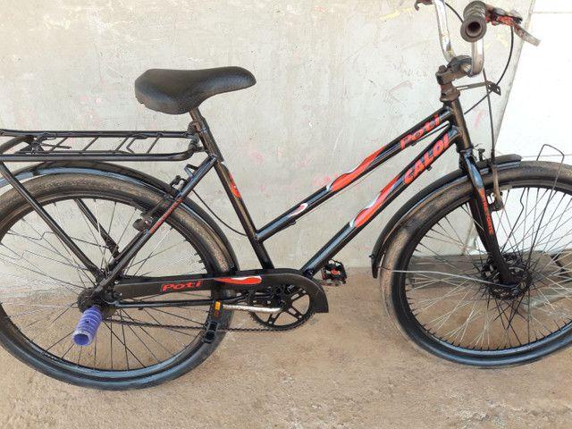 Vendo essa linda bicicleta poti caloi boa só pegar e andar, valor mínimo 250 entrego.  - Foto 3