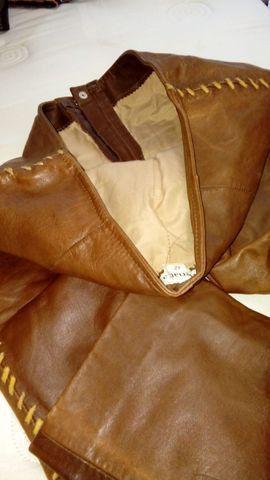 Calça de couro +os acessórios veste 42/44