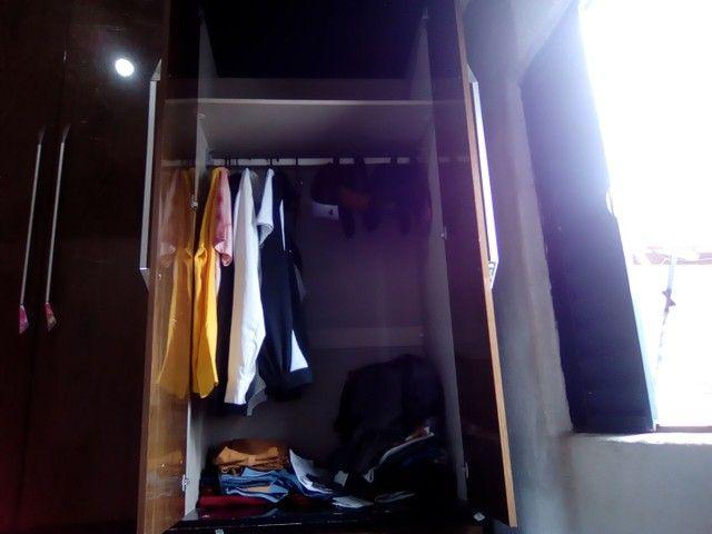 Vendo guarda roupa bonzinho madeira bruta pecadinho ele mais ele tá completo  - Foto 3