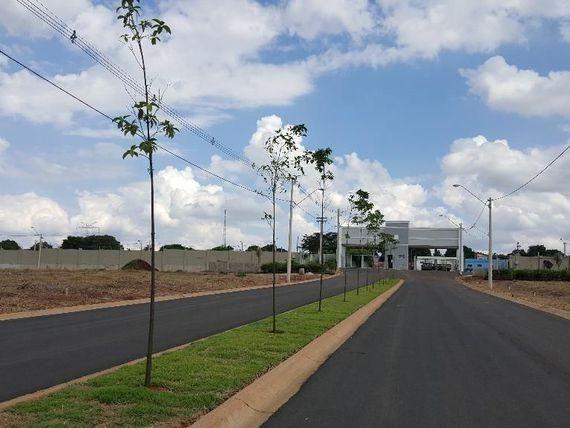 Village Monte Cristo Lote 250m2 10X25,Portão Eletronico,Valor Negociavel - Foto 2