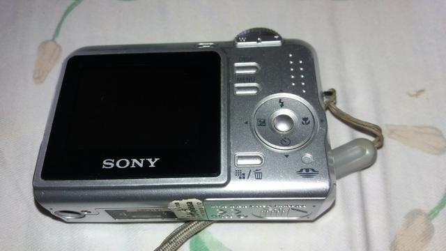 Câmera Sony Cyber-shot 7.2 megapixels