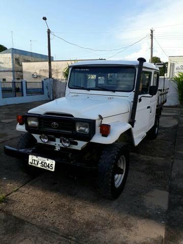 Vende-se Caminhonete Toyota / Band