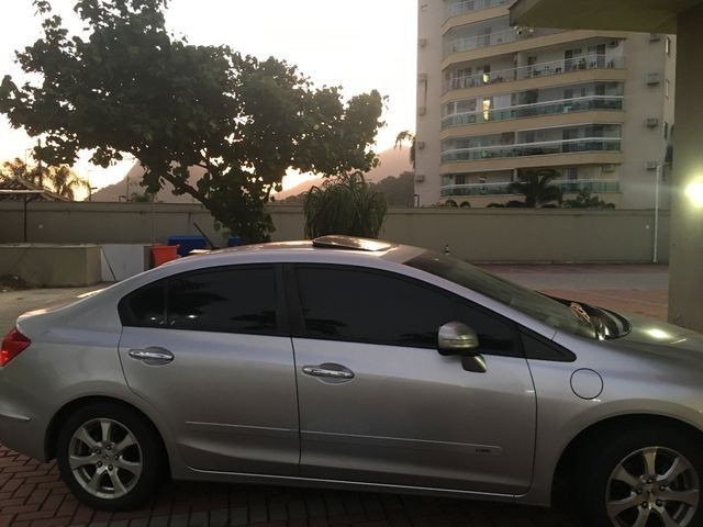 Vendo ou troco Honda Civic com teto solar e gnv com apenas 40 mil km imperdível - Foto 11
