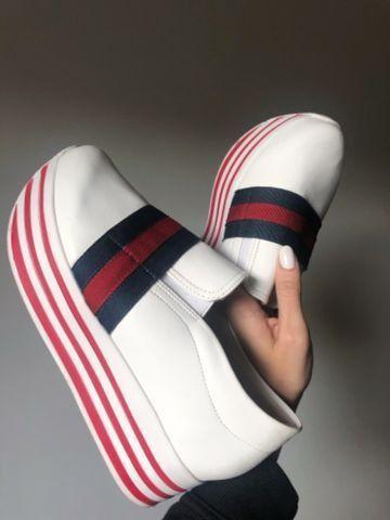 Tênis plataforma branco com listras - marca Bendito Conforto