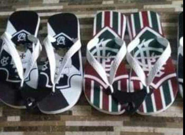 Sandálias Chinelos de Times Feito sob encomenda - Foto 2