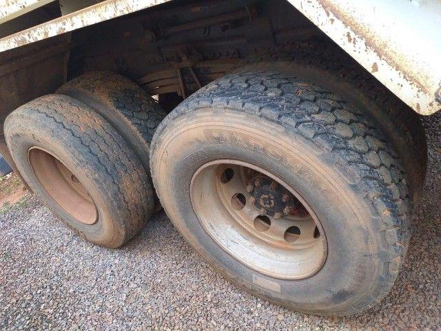 Caminhão Basculante Volvo VM 330 - Foto 16