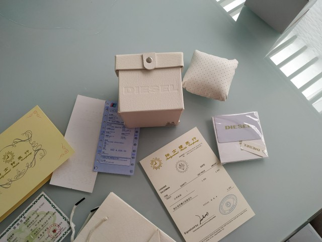 Vendo caixa, documentos e acessórios do relógio Diesel. - Foto 2