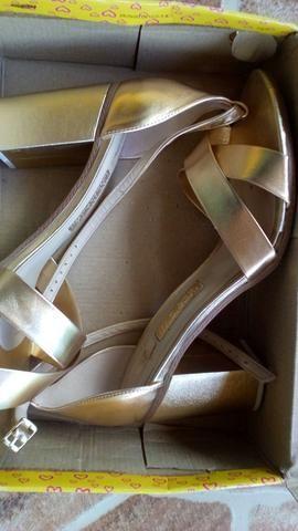 Sandália Metalizada Glamour Moleca tamanho 40,Foi usada uma vez