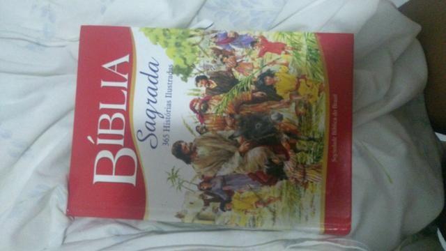 2 Bíblias infantis por 50 reais