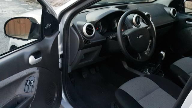 Ford fiesta sedan class 1.6 2013 - Foto 7