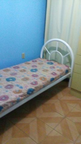 Alugo quarto mobiliado p rapas - Foto 2