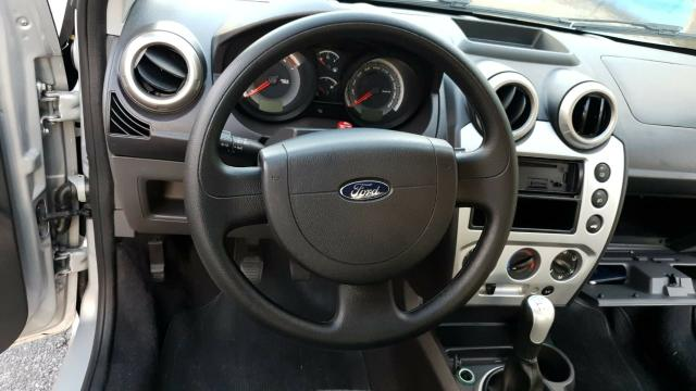 Ford fiesta sedan class 1.6 2013 - Foto 3