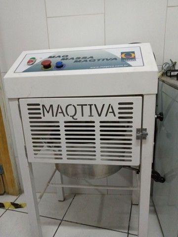 Apenas venda de máquina de salgados com a masseira - Foto 2