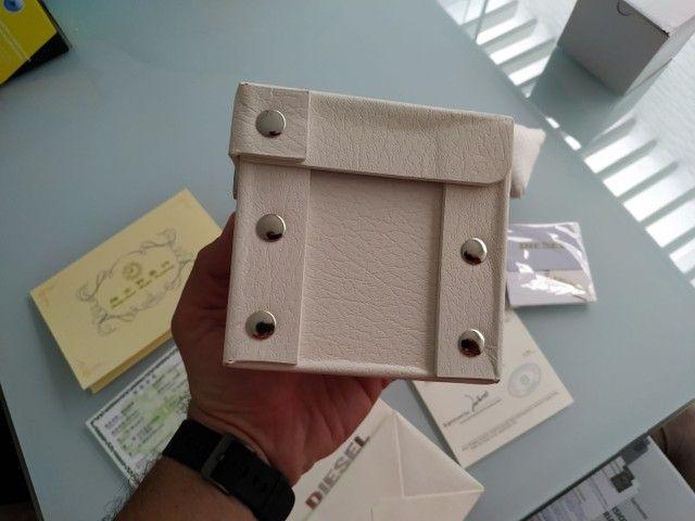 Vendo caixa, documentos e acessórios do relógio Diesel. - Foto 4