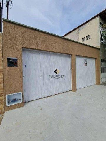 Uma excelente casa plana na Maraponga com 3 quartos sendo 1 suíte, garagem para 02 carros