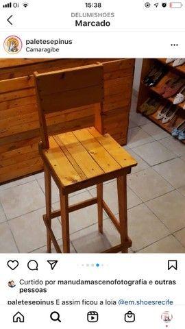 3 Sapateiras, cadeiras e balcão todos de madeira  - Foto 4