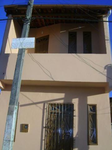 Casa térreo e primeiro andar defronte ao lado do Estadio Municipal, 2 quartos