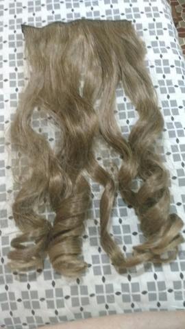 Aplique de cabelo sintético loiro
